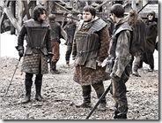 Jon Sníh, Samwell Tarly a Pyp trénují v Černéh hradě.